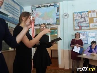 """Выступление учащихся 10 класса перед конкурсом """"Обыкновенное чудо"""""""