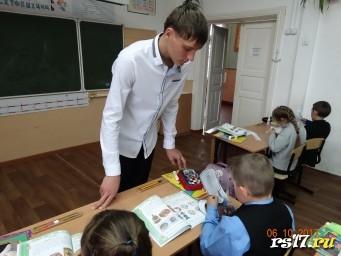 Урок технологии в 4 классе. Учитель- Кочедыков Дмитрий.