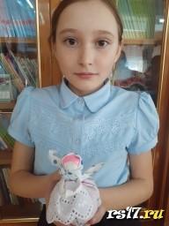 Бережнева Алена и ее кукла