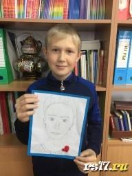 Михаил с портретом Мамы