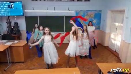 Танец девочек 5 класса «Маленькие красные Дунканята»