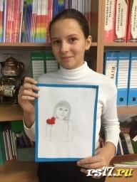 Ника с портретом Мамы